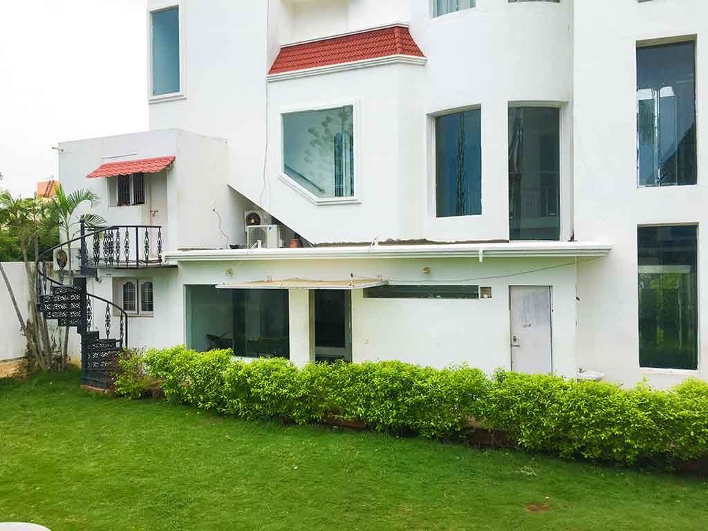 luxury beach villa in ecr for rent