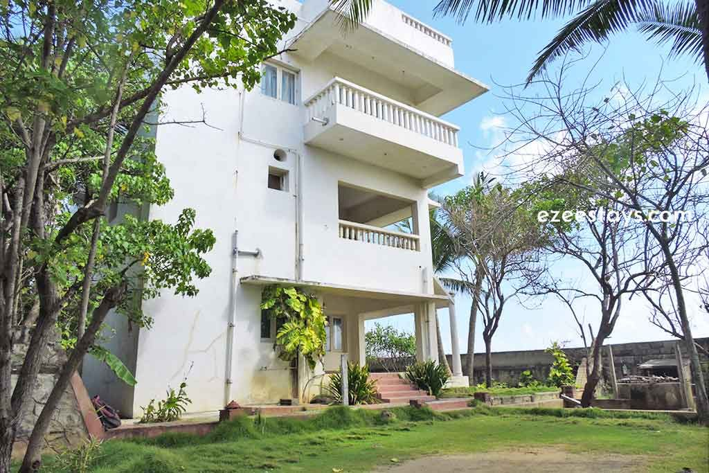 budget beach house in ecr